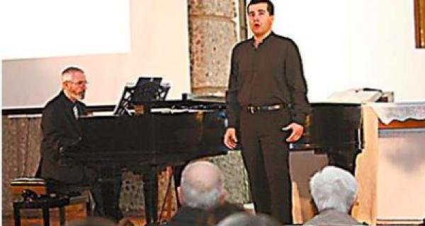 Alumnos del Hogar Luterano disfrutaron en concierto de ópera de Javier Arrey